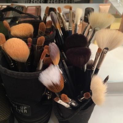 Nettoyer ses pinceaux, ses éponges de maquillage!…..